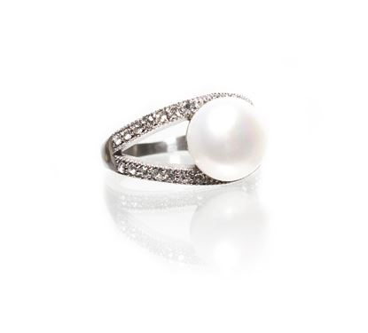 Picture of Size 6 Natural White Pearl-Cradled Pearl Ring With Diamond Crystals