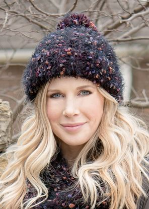 Picture of Summit Pom Hat - Winterberry