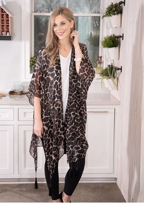 Picture of Giraffe Print Ruana - Black/Tan